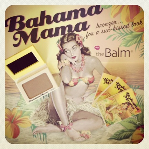 Get your summer glow on with Bahama Mama… This sun-kissed bronzer also doubles as a perfect contouring powder! (Taken with Instagram)