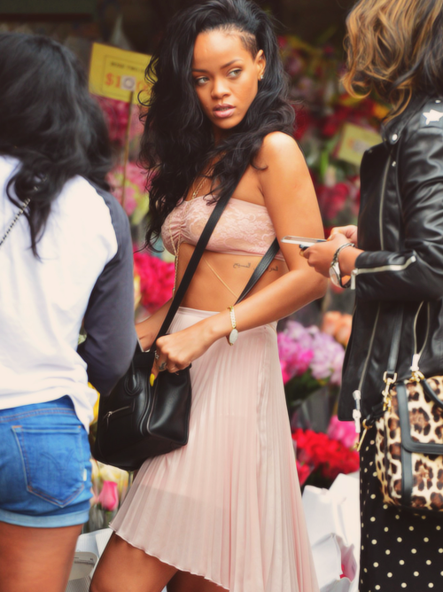 loveforfashion:  Love Rihanna.  LOVE rere