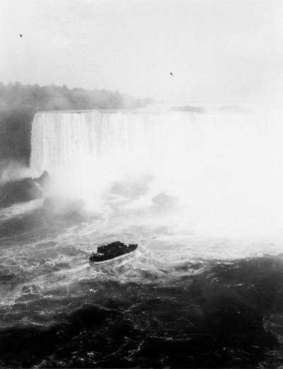 "Andreas Gursky, Niagara Falls, 1989 [+]  C. Schorr, ""How Familiar is It?"", Parkett, No. 44, July 1995, p. 89"
