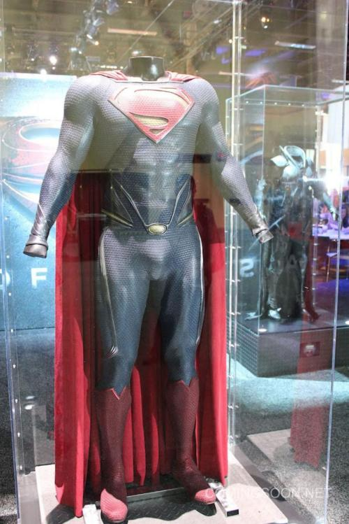 Here's a closer look at the new Superman costume as it continues to look perfectly fine.