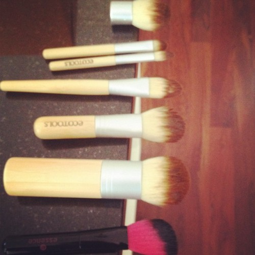 Productive mornings! Cleaning my makeup brushes (instead of studying) (Taken with Instagram)