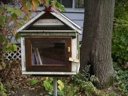Adorable! (via Book Sharing: Little Free Library | Apartment Therapy)