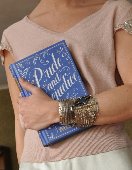 DIY Book Clutch (image: runwaydiy)