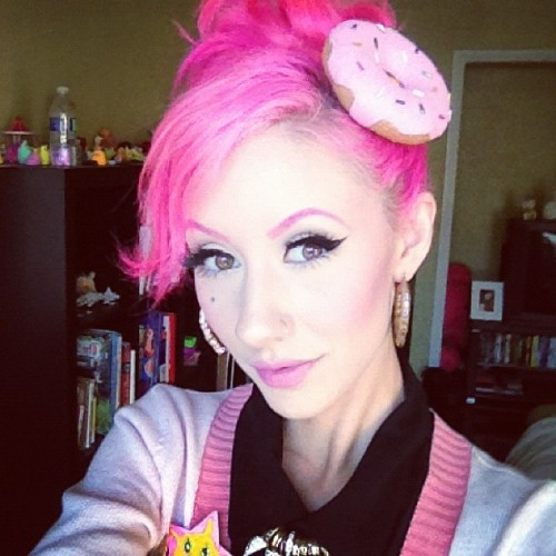 sadanimalclub:  Sporting my new donut hair clip from Maria! Check out her art, she's really a special lady <3 http://www.mariarozaliafinna.com