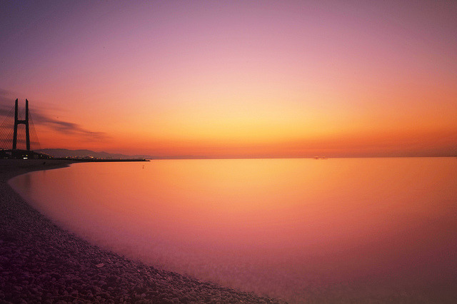 escaperealitywithme:  the warm sea by y2-hiro on Flickr.