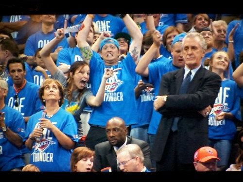 inothernews:  Hahahahahahahahaha  This picture is great. But why the blue tie, Pat?