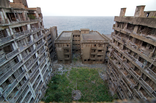 abandonedporn:  Block 65 - Gunkanjima (by picturenarrative)