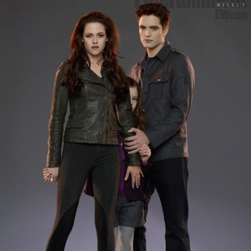 ZOMG!!! I cannot wait for Breaking Dawn Part 2, sooo IN LOVE!! =) #Twilight #BreakingDawn #BreakingDawnpart2 #edwardcullen #bella #renesmee #ilovetwilight  (Taken with Instagram)