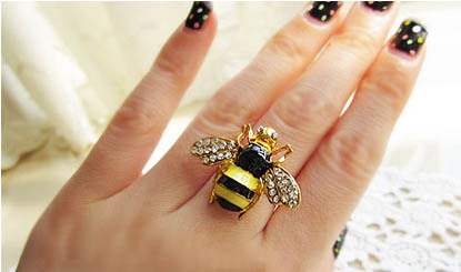 gofavorvintagejewelry:  Vintage Adjustable Bee Rhinestone Animal Ring $3.99 Another cute ring  ! The color is very colorful  !