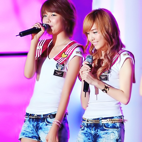 01/100 pics of Sooyoung pairings: Soosic/Soosica