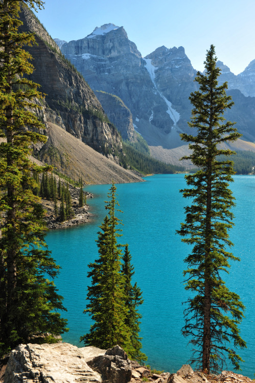 The view from the Rockpile trail above Moraine Lake in Banff National Park, Alberta, Canada….