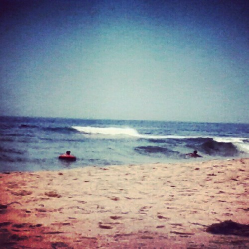 :) #beach #yay #summer #my #favorite #sea #ocean #surf #waves #pretty #tube #people #kids #quani #privatebeach #tan #blue #white #water #sand #sky #wave #charlestownri #charlestown #rhodeisland  (Taken with Instagram at quani private beach charlestown ri)