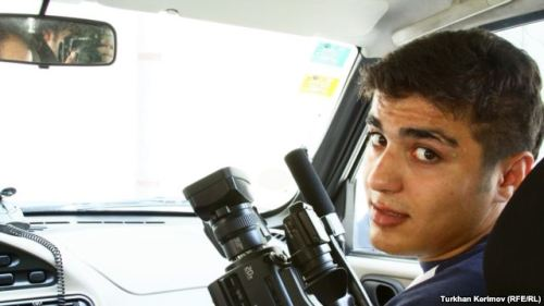 "Azerbaijani Photographer Arrested BAKU — Police in Azerbaijan have detained a pro-democracy photographer and blogger on charges of ""hooliganism.""  Mehman Huseynov, who was arrested on June 12, works for the Institute for Reporters' Freedom and Safety campaign group and the independent Azeri Turan news agency."