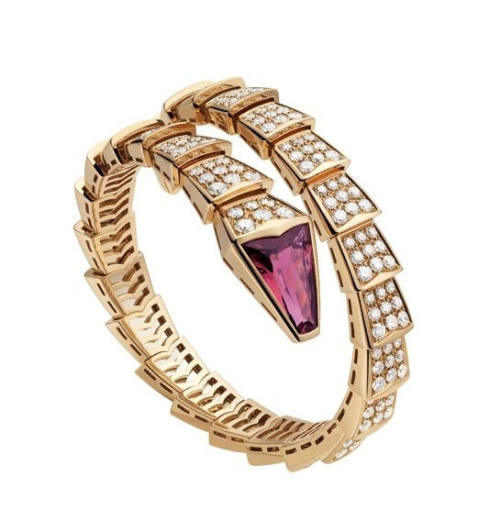 I have had a crush on these Bulgari bracelets since day 1. Oooh just so terribly chic.
