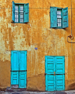 gillsant:  blue doors by Zé Eduardo… on Flickr.