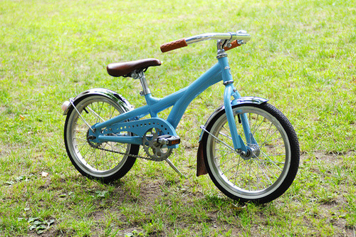 thisistmorris:  Super elegant kids bike!  By Tomii Cycles.