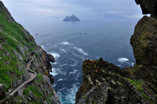 dorasireland:  Skellig Islands - Skellig Rocks (by Janek Kloss) Kerry Ireland   I went here a week ago!