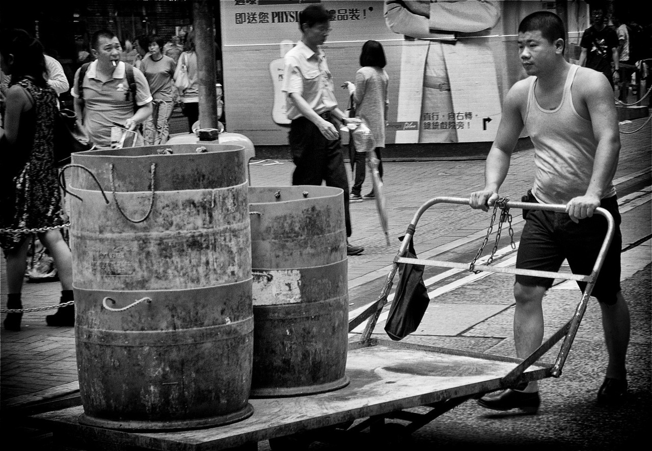 Awesome street photography snap in Hong Kong!