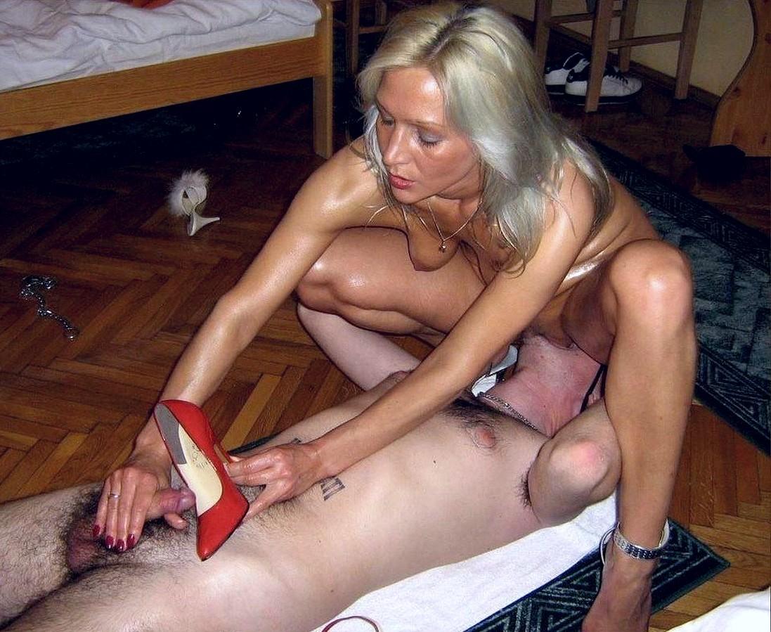 Сексуальная немка показывает профессионализм в дрочке ...