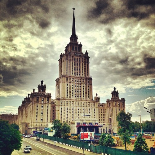 #Hotel Ukraina, one of Stalin's Seven Sisters in #Moscow #Russia, by Arkady Mordvinov and Vyacheslav Oltarzhevsky (1957) #architecture #archdaily #instagood #iphonesia  (Taken with Instagram)