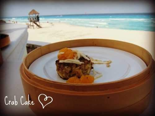 The Crab Cake I had in Cancun at our resort was so amazing, it deserves it's own post =) Full of fresh crab meat, and not cheap crab paste and flour that's used in a lot of of mainstream restaurants. I admit, it was kind of expensive… 200 pesos (~14 US $). Top places in the US, like the Oceanaire, charge up $18 per lump crab cake.