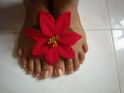 @ylonka_d is a sweetheart, how lucky is she to have such amazing feet! I love the floower, as delicate as her:)
