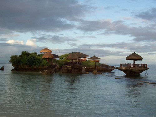 visitheworld:  Mangodlong Rock Resort in Camotes Islands, Philippines (by ppborla).