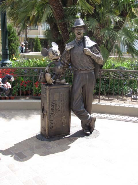 cardfrek:  California Adventure's Storyteller's Statue in Buena Vista St!
