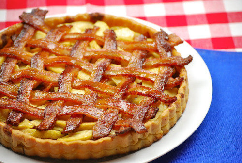 gastrogirl:  apple bacon pie.