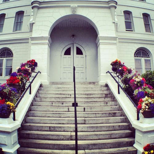 #Benton #County #Courthouse #Corvallis #Oregon #Steps #Flowers #Vintage #Doors #Historic (Taken with Instagram)