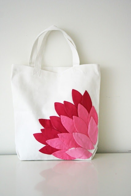 Cute craft: #43: Dress up a plain canvas bag with pretty petals