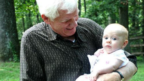 mothernaturenetwork:  Older fathers might give birth to longer-living childrenThe secret to a long life might be how old your father or grandfather was when they reproduced.