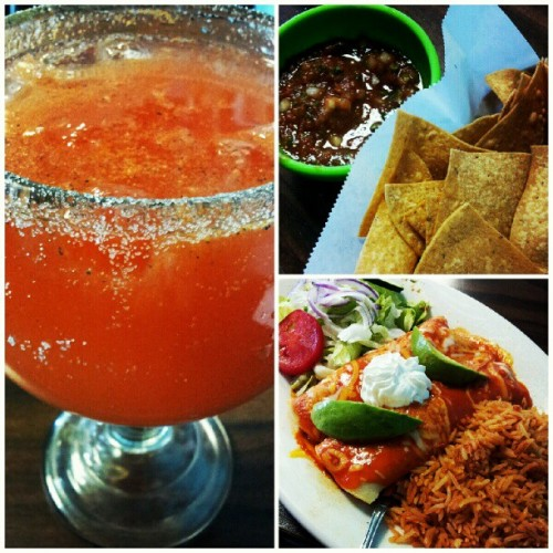 #nomzz #enchiladas #camaron #rice #salad #michelada #corona #yummy #seafood #foodporn  (Taken with Instagram at Mariscos Moni)