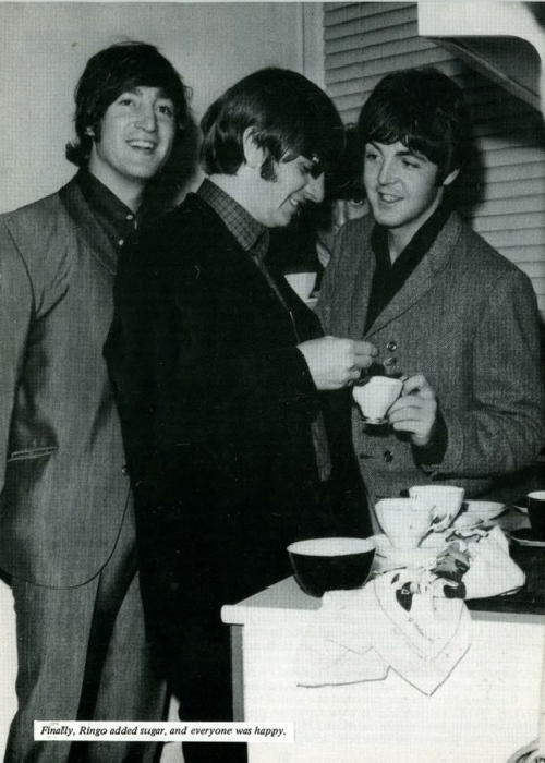 itspaulmccartney:  orgasmickjagger:  300lbteen:  ringo added sugar and everyone was happy really  are you sure  was EVERYONE happy   I think I just choked on my own saliva  i didn'T EVEN SEE GEORGE THERE AT FIRST   Hahahahahahahaha!!!!