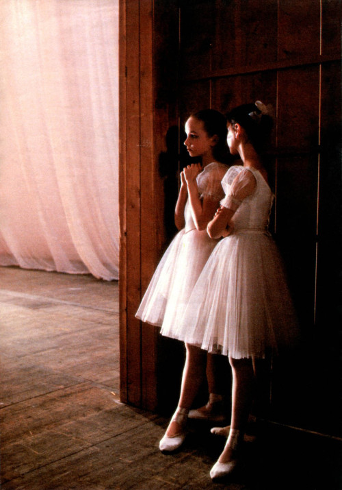 thecrystalpalace:  STUDENTS OF LENINGRAD BALLET ACADEMY IN THE BACKSTAGE, 1989