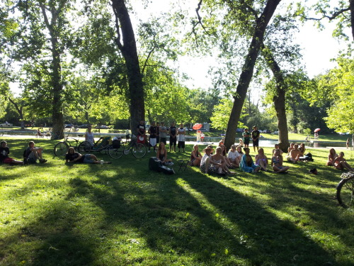 The Speare Bearer: Show in Bidwell Park, Chico, CA Did a big show here.. one of my biggest crowds ever. Show was a little rocky at points, but hopefully everyone had fun. I think I did Romeo & Juliet, Julius Caesar, and Hamlet. Made a little money. Good times.