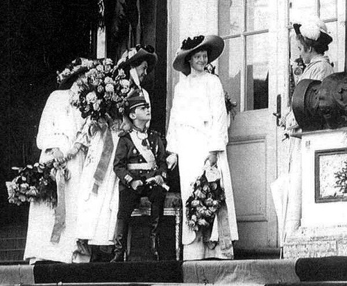 Grand Duchesses Maria, Olga, and Tatiana with the Tsarevich and a lady-in-waiting outside the Catherine Palace: c. 1911