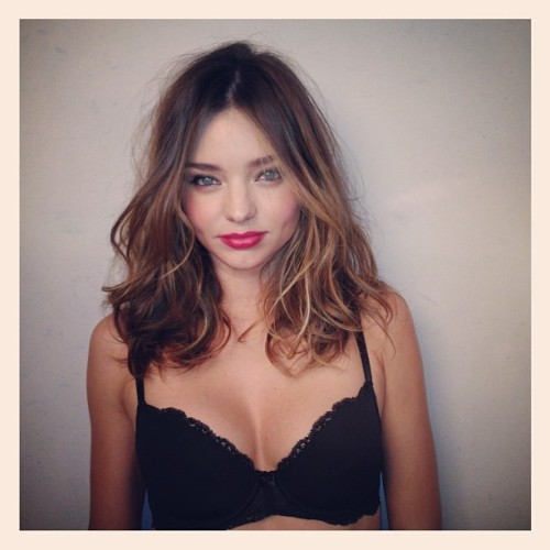 mirandakerr-love:  oh my god you stunning creature… i think im going to die, she is so perfect!
