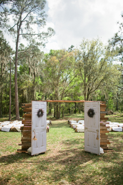 bridalsnob:  Outdoor wedding elegance…