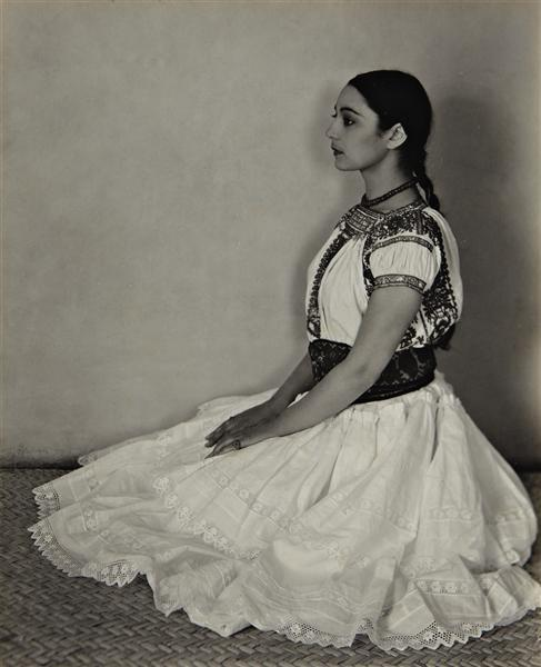 rocioismene:  birdsong217:  Edward Weston - Cholula Costume, 1926 The dancer and choreographer Rosa Covarrubias in native Mexican attire.