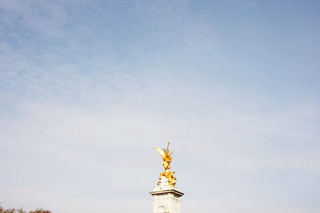 | ♕ |  Vctoria Memorial - Buckingham, London  | by © themorningtrain