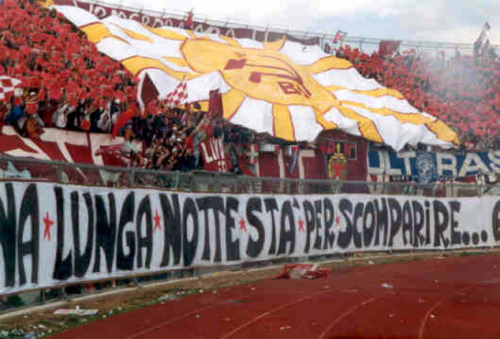 Las Brigadas Autónomas Livornesas, barra del AS Livorno. (via totalfutebol14)