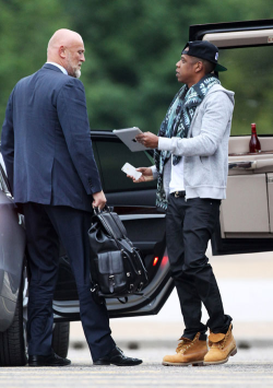 Jay-Z brushed off his bodyguard, who was waiting to usher him away in the waiting car, and instead gave the waiting fans the chance to get autographs and photos with the rap superstar.