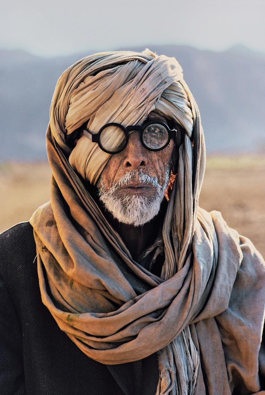 politics-war:  Afghan Refugee, Pakistan.  Photo: Steve McCurry   Gone the miles.