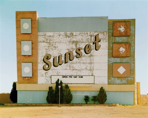 Sunset Drive In, West 9th Avenue, Amarillo, Texas (1974) – Stephen Shore