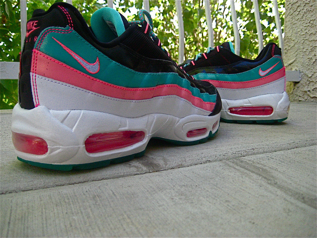 maximum-air-max:  Miami Vice! Air Max '95 by jtay1739