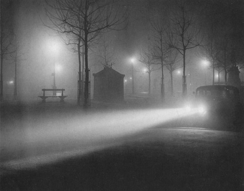Brassaï, Paris in the Fog At Night, 1934 (via cavetocanvas)