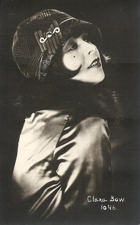 miss-flapper:  27/100 Favorite photographs of Clara Bow.