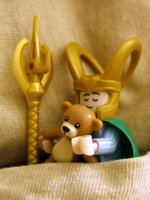 legoexpress:  Let Sleeping Lokis Lie (by Doctor Beef)