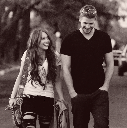 24/30 pictures of miley & liam (★)